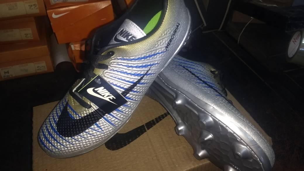 52fc7f331aafa Guayos adidas Y Nike Caballero Tacos Futbol - Bs. 250