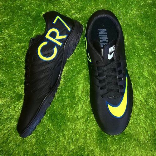 guayos, zapatillas de futbol corte bajo.