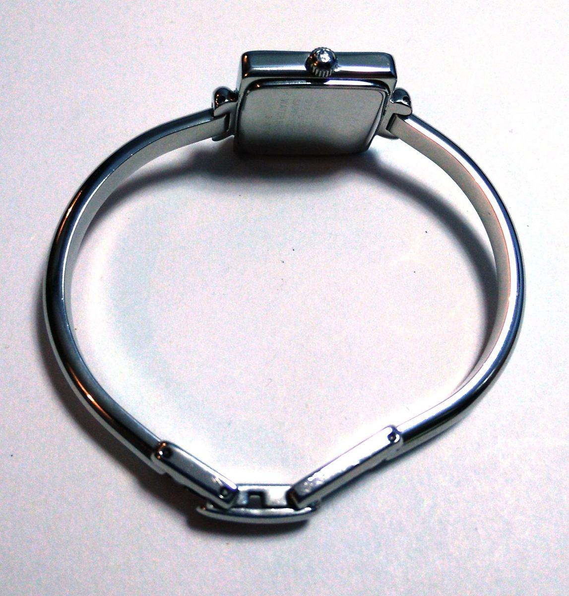 Gucci fino reloj cuadrado de acero inoxidable caratula - U acero inoxidable ...