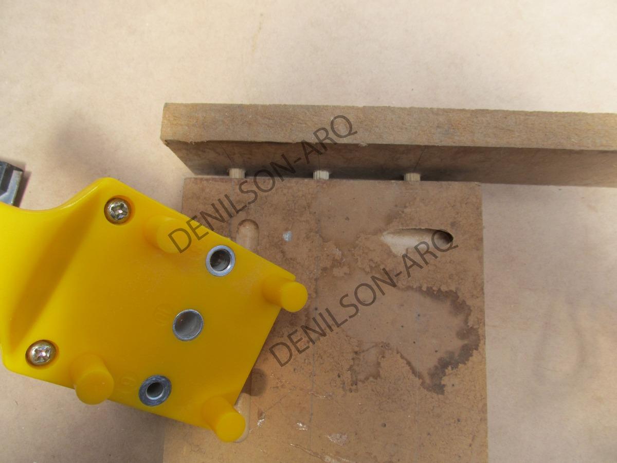 Guia plantilla para tarugos de madera en for Como hacer un perchero de pared