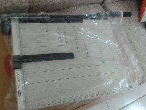 guillotina paper cutter nueva 28$