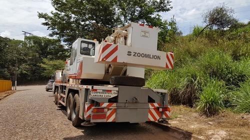 guindaste zoomlion qy70 v ano 2009 l 2009   70 toneladas