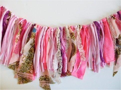 guirnaldas de de telas varias de colores lisas y estampada
