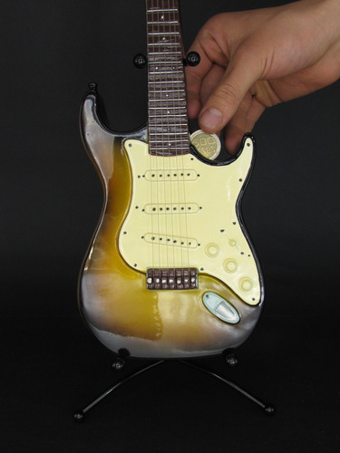 guitarra alcancía //  banco de monedas