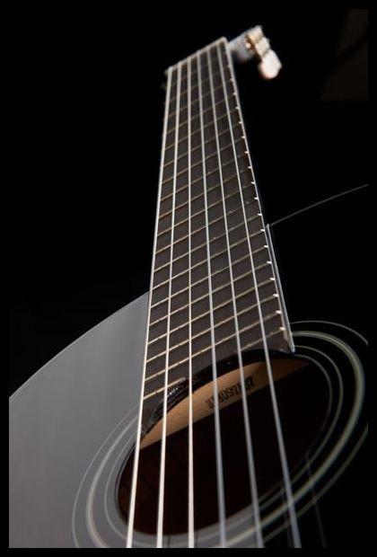 https://http2.mlstatic.com/guitarra-clasica-yamaha-c40-bl-negra-acustica-en-madera-D_NQ_NP_668113-MCO25815118533_072017-F.jpg