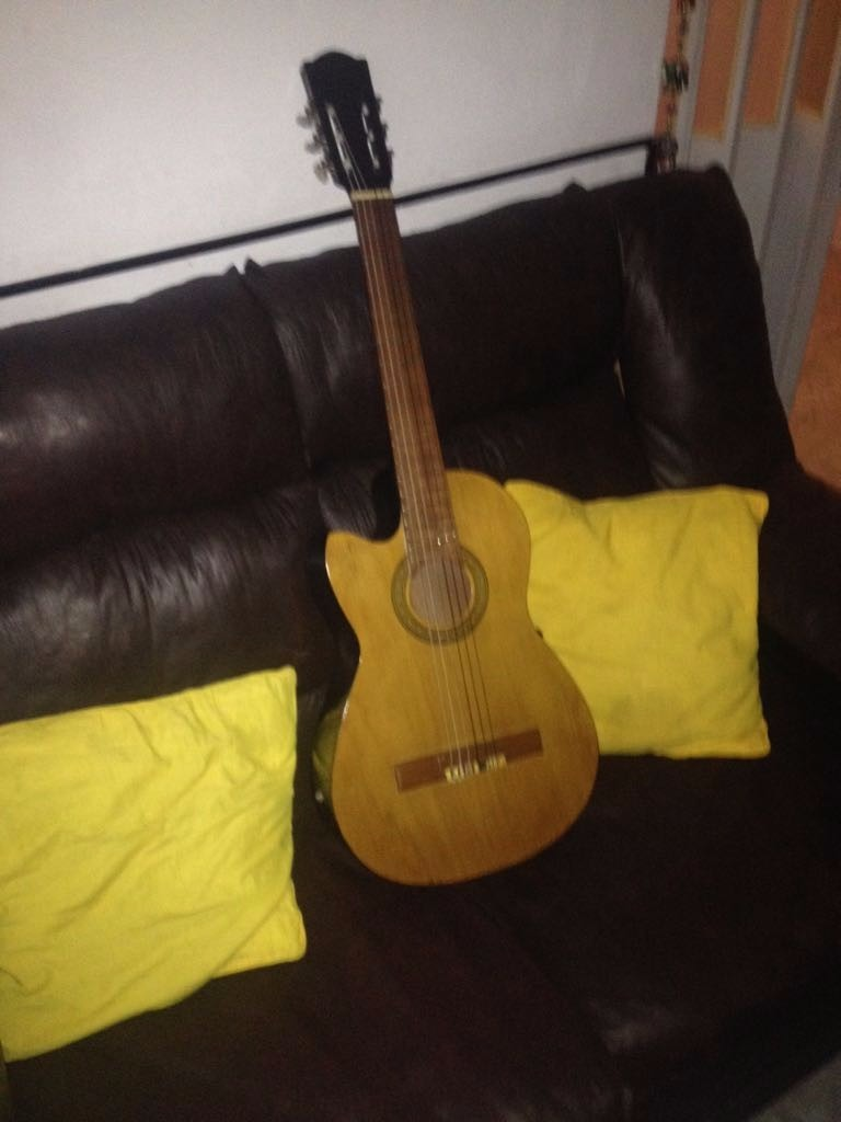 Guitarra criolla luthier acustica electroacustica zurdos for Luthier guitarra electrica