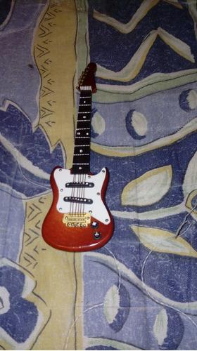 guitarra de colección a escala