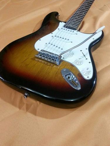 guitarra electrica stratocaster.  stagg. con forro .