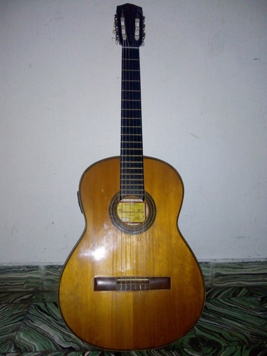 guitarra fernandez hnos. maciza con pre volumen y tono.