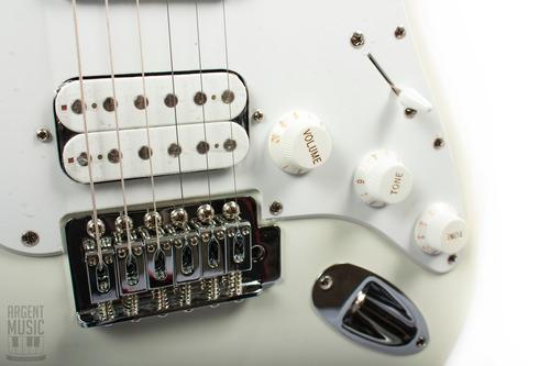 guitarra squier stratocaster bullet hss + accesorios!!