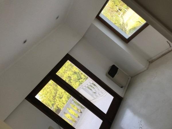 gutierrez. importante propiedad reciclada a nuevo, en el country village del parque