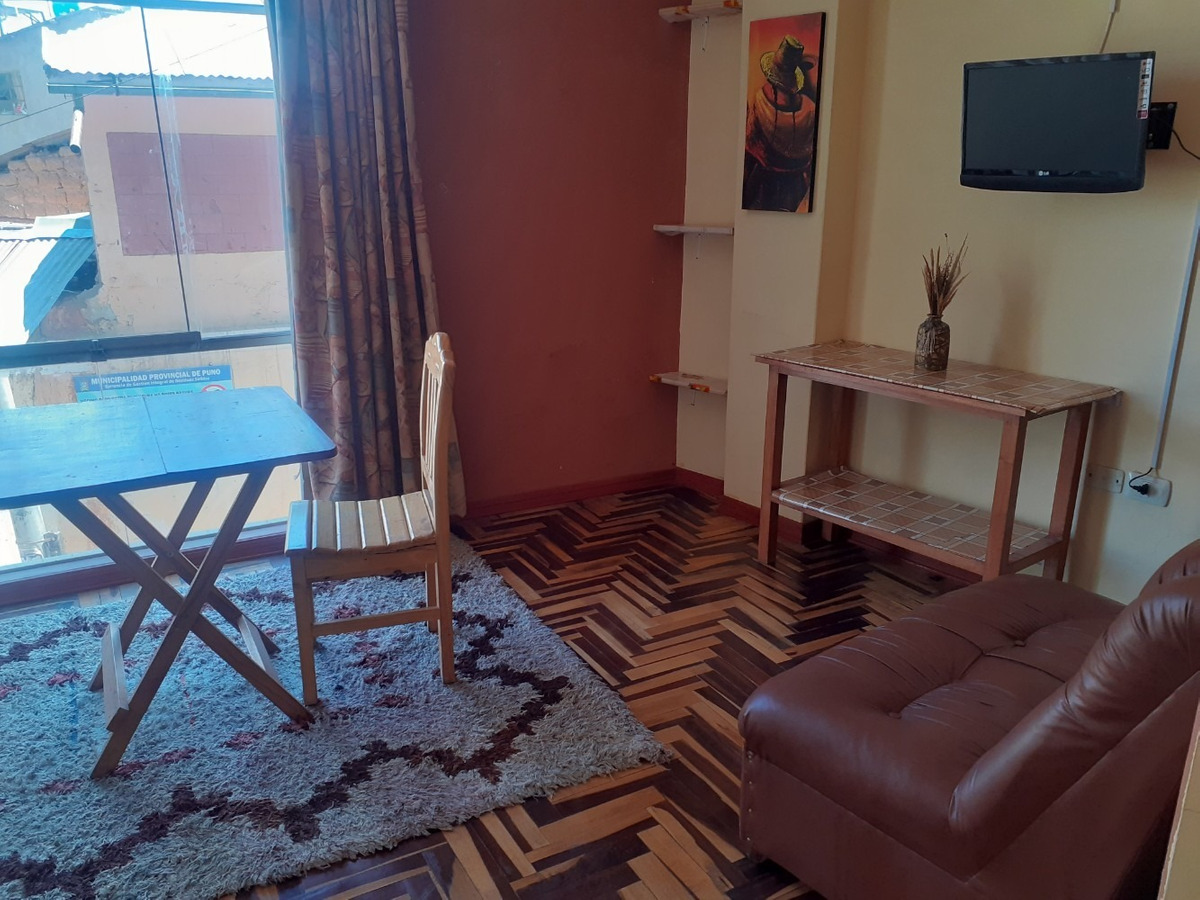 habitacion amoblada con baño privado , agua caliente wifi tv