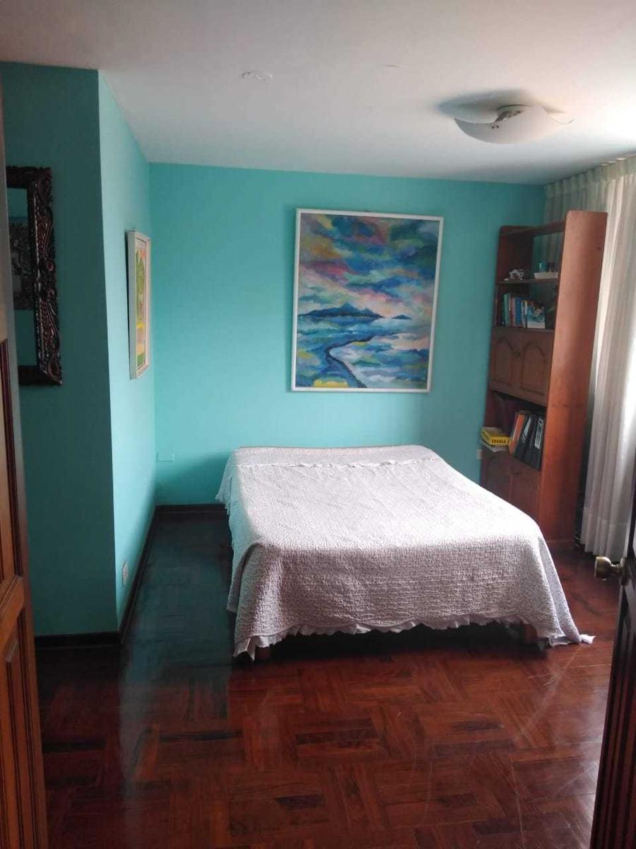 habitación amoblada con baño propio