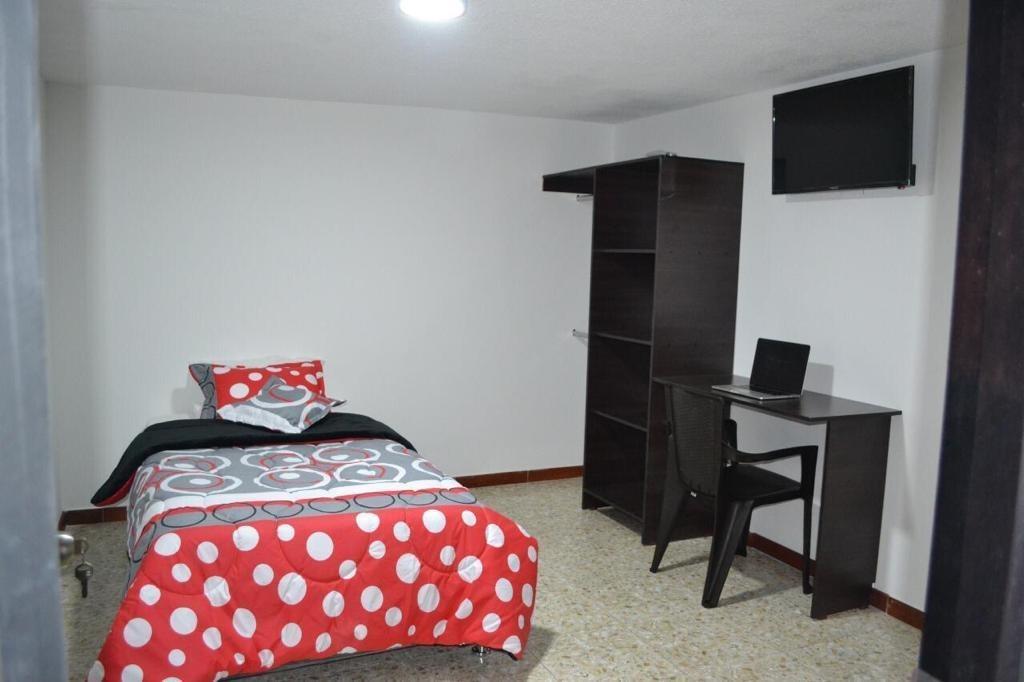habitacion amplia amoblada, moderna y todos los servicios.
