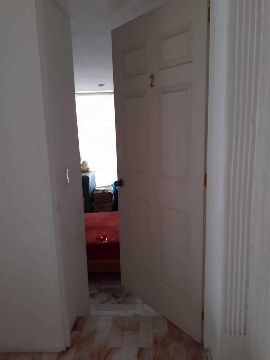 habitación cómoda en amplia residencia