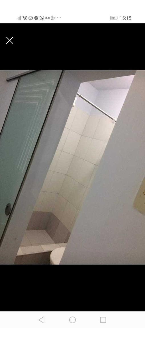 habitación con baño privado mujer