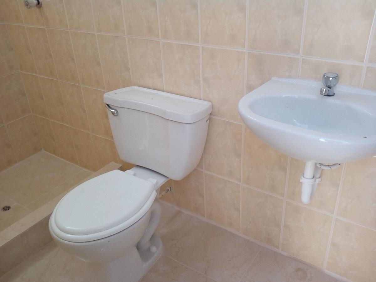 habitación con baño propio