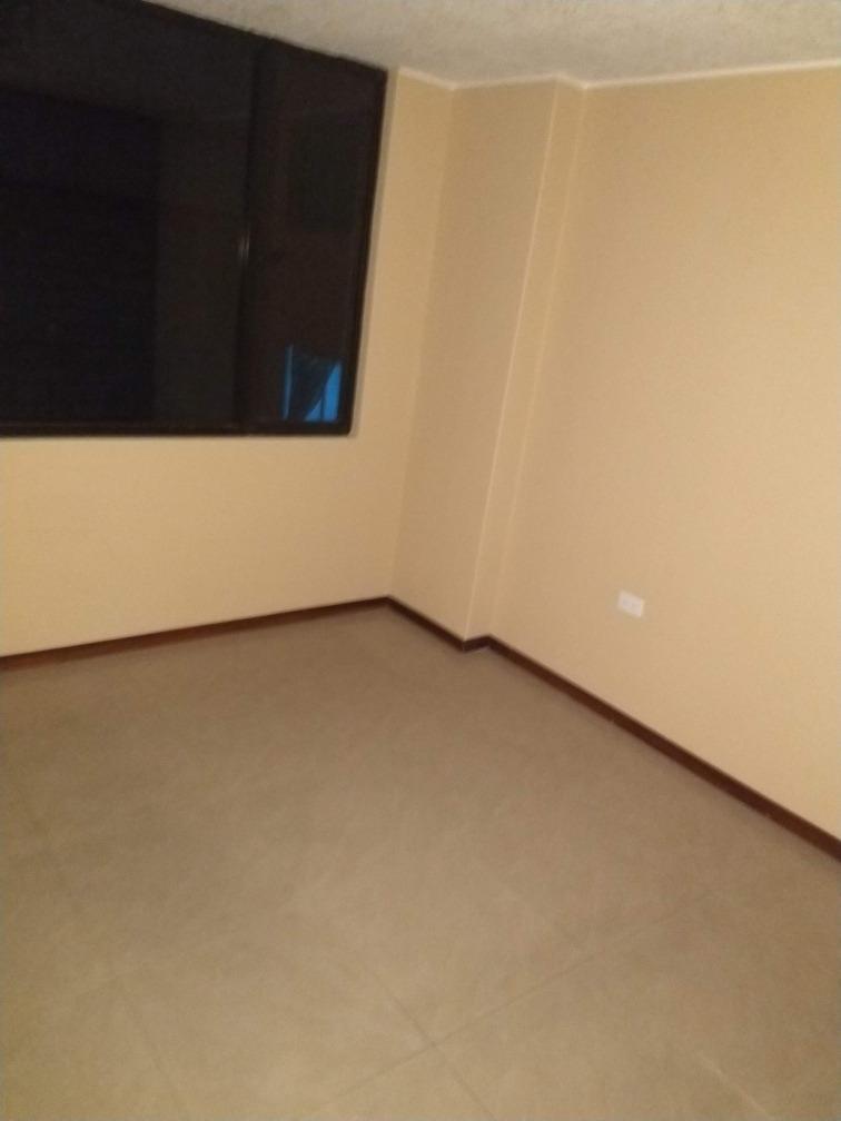 habitación dentro de un departamento compartido