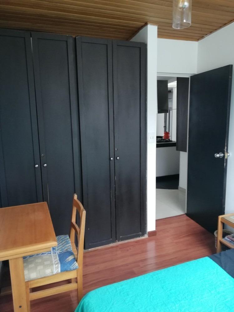 habitación en apartamento luminoso en la macarena