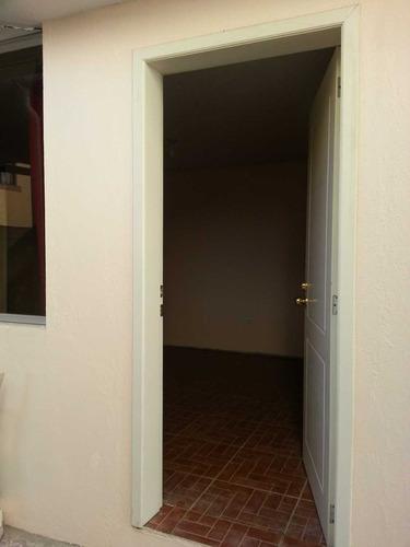 habitación grande con baño independiente no tiene cocina