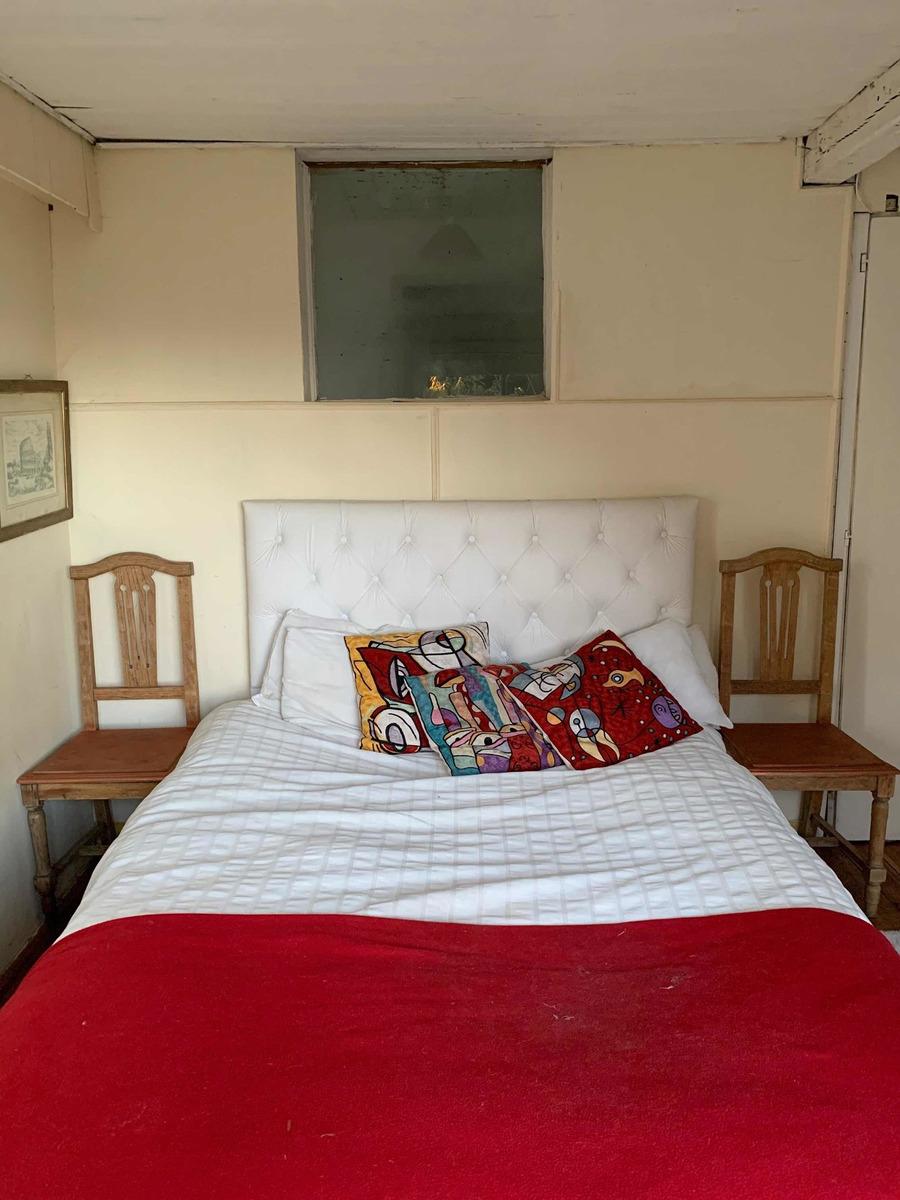 habitacion privada con baño y escritorio