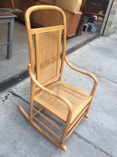 hamaca mecedora con asiento y respaldo esterillado de roble