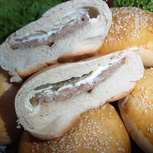 hamburgão recheado com calabresa, cheddar, bacon e queijo