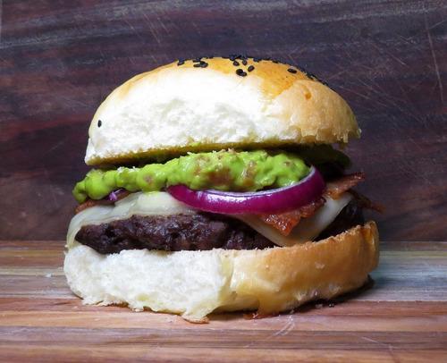 hamburguesas caseras 130g carne + pan casero.