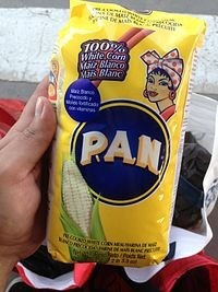 harina pan. p.a.n. arepas venezolanas. harina de maíz blanco