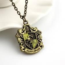 harry potter, collar insignia de la casa hufflepuff