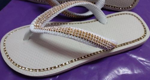 havaianas branca decorada com strass dourado
