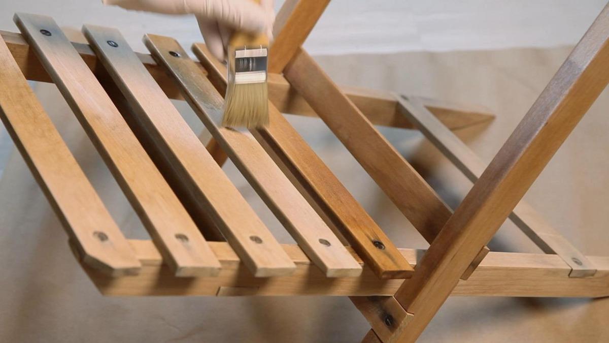 Hazlo tu como fabricar o restaurar muebles de madera for Como restaurar muebles de madera