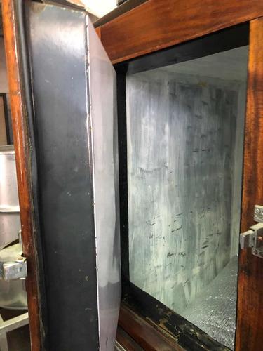 heladera antigua de madera