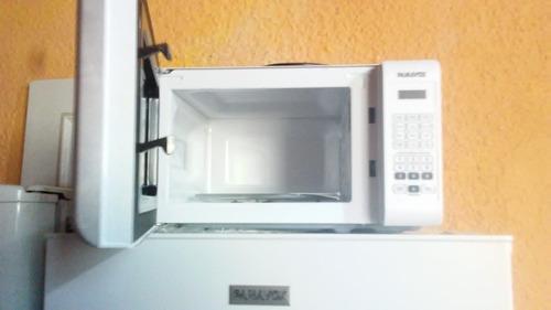 heladera con frizzer y microondas