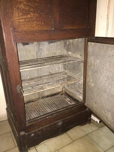 heladera conservadora antigua de madera