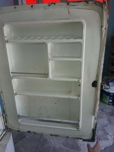 heladera siam antigua no funciona. a reparar