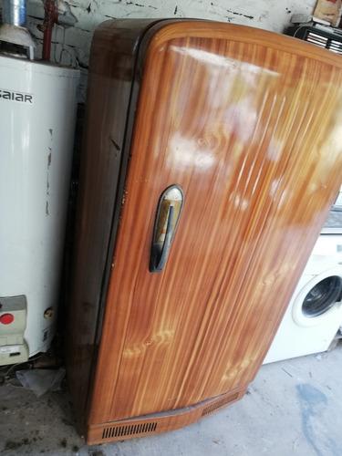heladera siam totalmente restaurada y pintada símil madera.