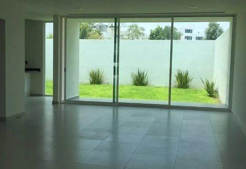 hermosa 3 recámaras, estudio, family room, 3.5 baños, jardín