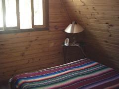 hermosa cabañita. 7 personas duermen. impecable.gran terreno