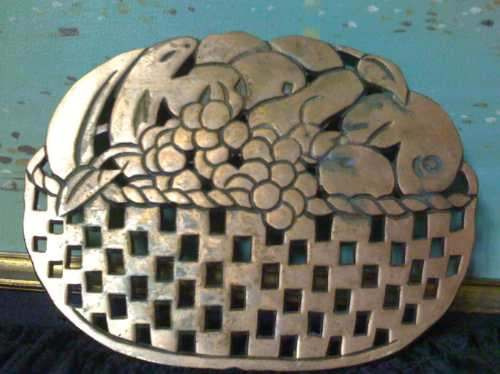 hermosa canasta decorativa en metal