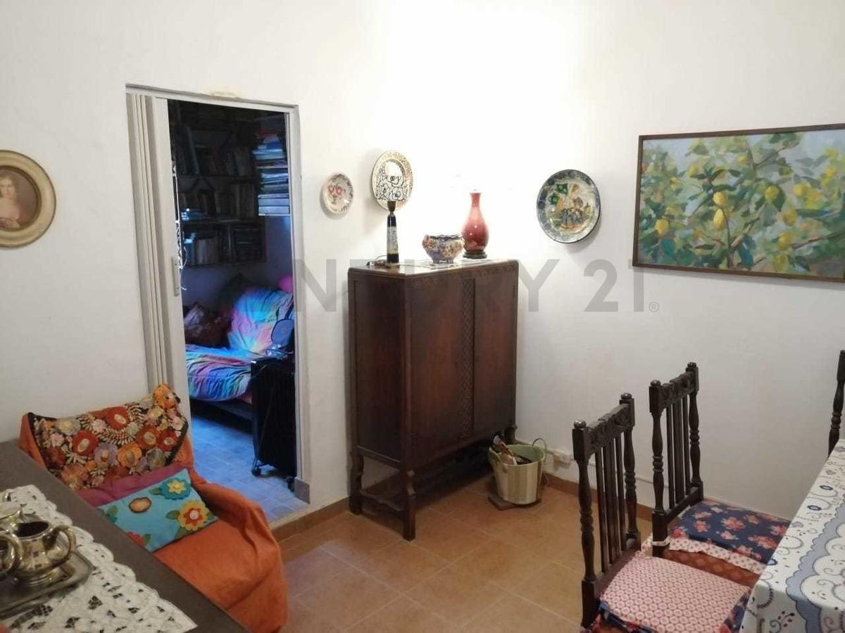 hermosa casa 3 ambientes con fondo libre en lote propio 457 m2 - llavallol.