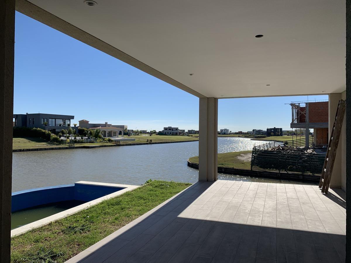 hermosa casa a estrenar con costa de lago en barrio ceibos, en puertos.