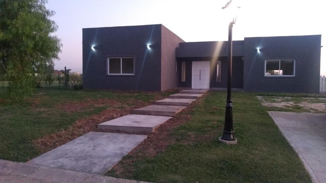hermosa casa a estrenar c/piscina, barrio san sebastián, pilar
