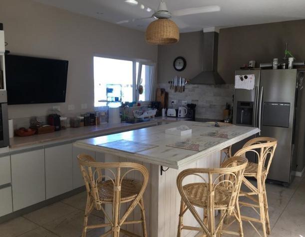 hermosa casa a la laguna 5 ambientes en barrio náutico - san benito , villanueva
