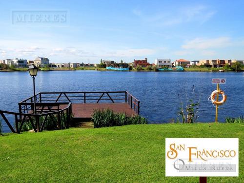 hermosa casa a la laguna ubicada en el barrio san francisco