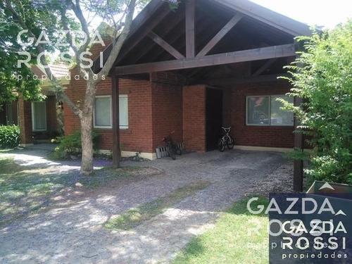 hermosa casa a la venta en campos de echeverría