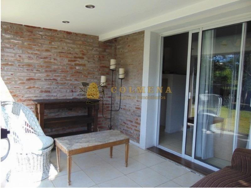 hermosa casa a metros del mar! excelente construcción y muy cómoda-ref:2203