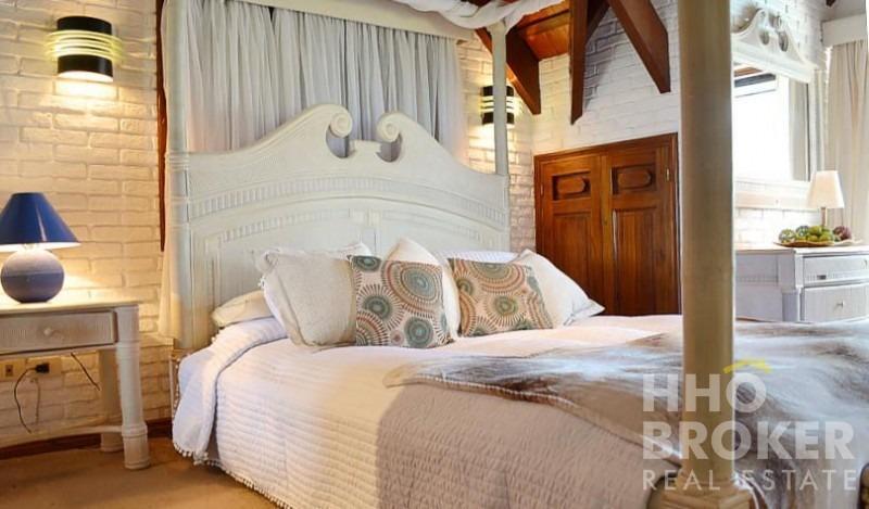 hermosa casa a pasos del mar- playa brava - punta del este-ref:2047