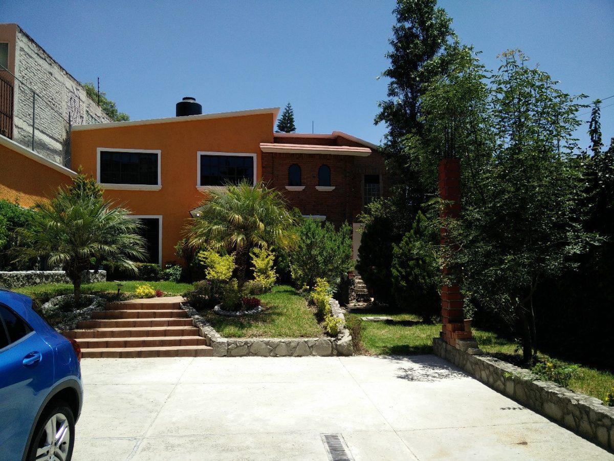 hermosa casa  amplio patio seminueva 5 recamaras muy segura