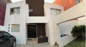 hermosa casa amueblada en renta o venta en colinas del cimatario !!